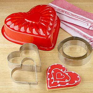 Heart Cake Mold & Cookie Cutters - 19 Amazing Valentine's Day Home Decorating Ideas