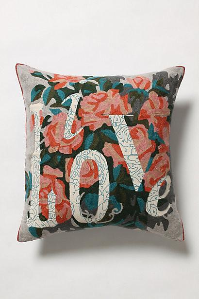Live Love Pillow- 19 Amazing Valentine's Day Home Decorating Ideas