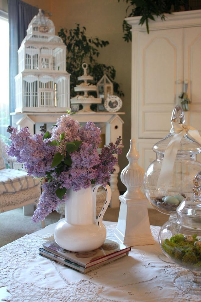 Lovely purple flowers for a romantic dinner table setting - Valentine's Day Ideas and Inspiration