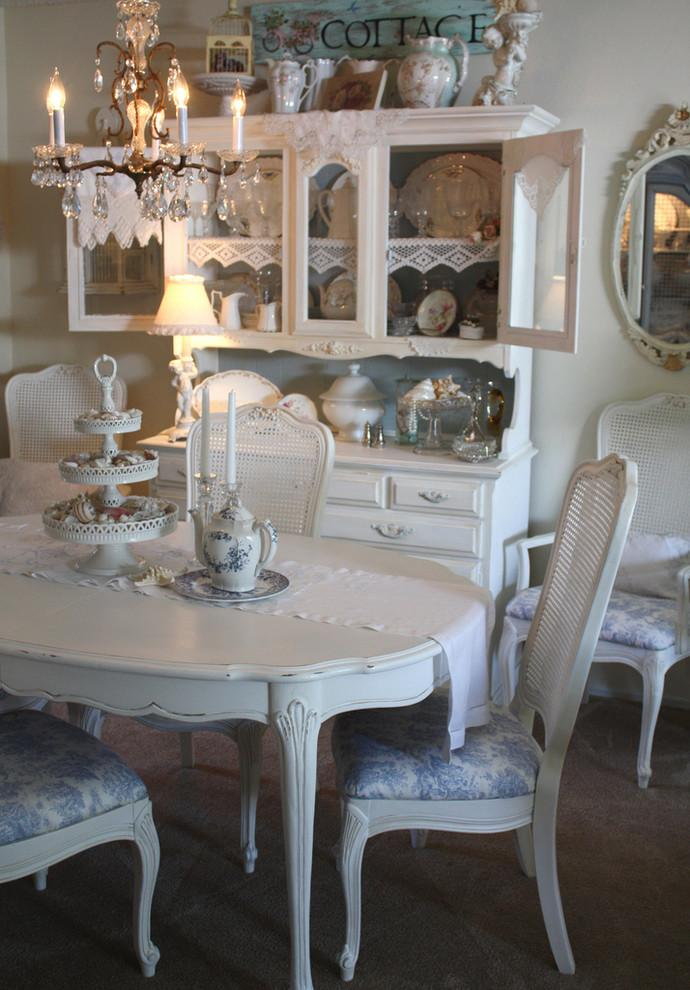 Lovely vintage table in white - Valentine's Day Ideas and Inspiration