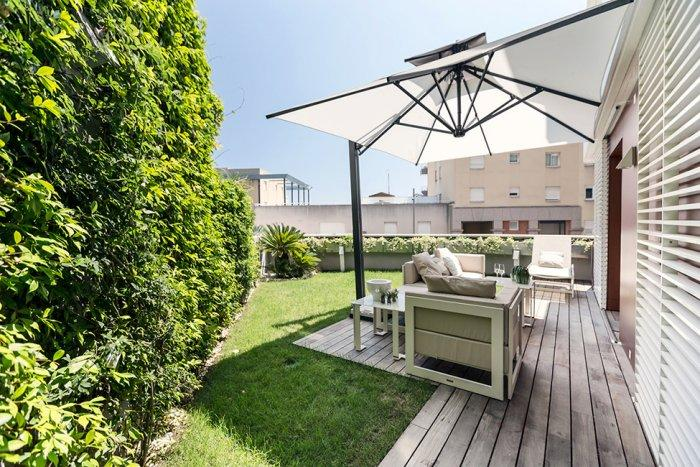 Outdoor terrace perfect for open air summer gatherings - Stylish and Elegant Apartment in Monaco