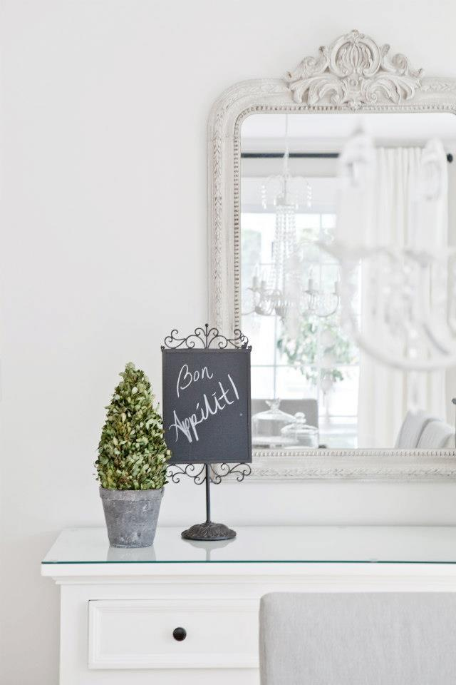 A petite chalkboard with romantic message - Create an Atmosphere for Saint Valentine's Day