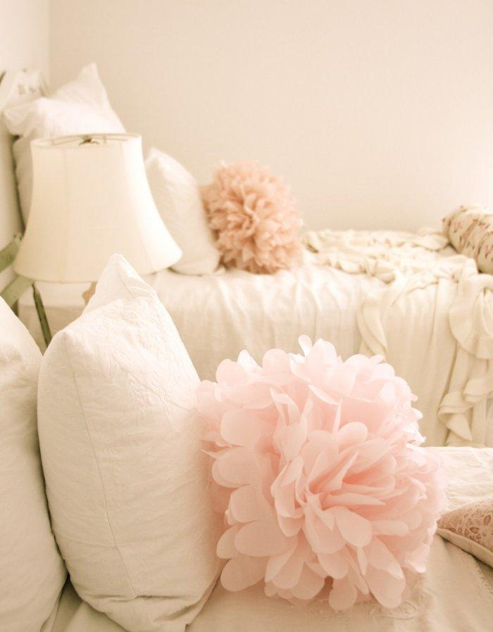Pink flowers finishing the romantic bed setting - 50 Creative Home Decorating Ideas