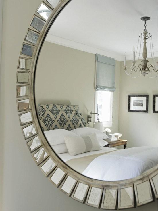 Romantic bedroom with mirros for a sensual night - 15 Tips for a Valentine's Day Interior