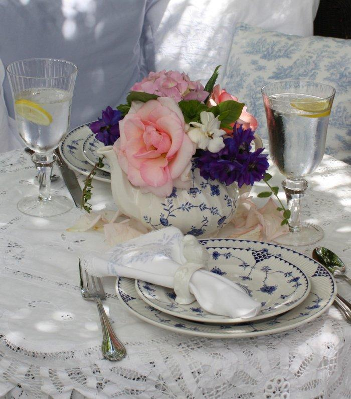 Romantic decoration for a charming table - Valentine's Day Ideas and Inspiration