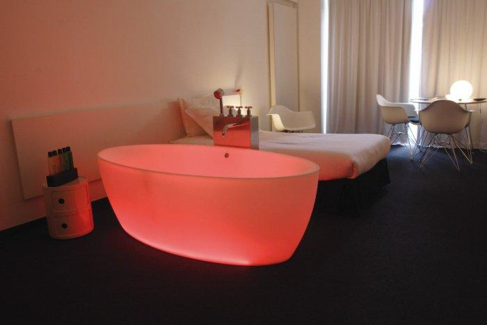 Sexy and romantic bathtub for Saint Valentine's day - 50 Creative Home Decorating Ideas