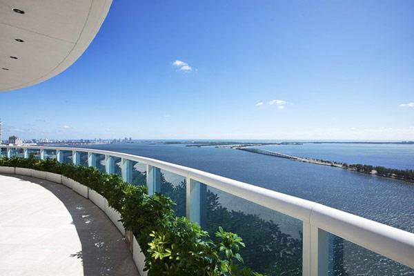 Spectacular view over Miami, the ocean and the bay - Pharrell Williams' Penthouse Interior at a Glance