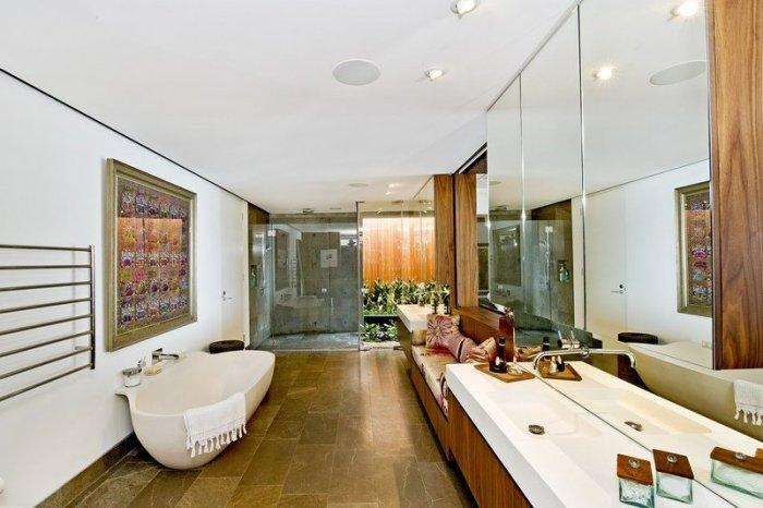 Stylish bathroom interior design in neutral colors - Modern Dream House Overlooking the Pacific Ocean in Sydney