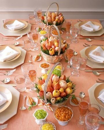 Beautiful spring tulip baskets as centerpieces-Unique, Fresh and Exciting Easter Table Decoration Ideas
