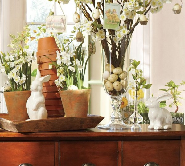 Ceramic vases with fresh spring flowers on a Easter table- 44 Home Decoration Ideas for table, living room and door