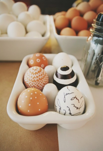 Creative modern Easter eggs in black and white– Easter Basket and Eggs Ideas for Decorations in Many Colors