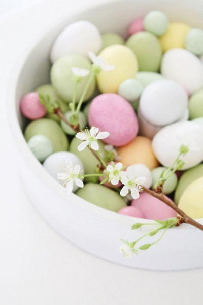 Easter eggs in pale nuances– Easter Basket and Eggs Ideas for Decorations in Many Colors