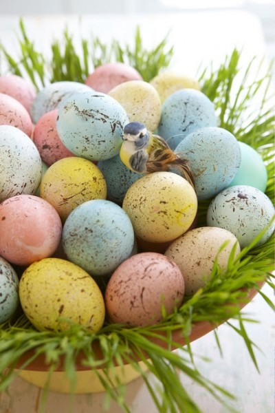 Fresh spring basket with speckled Easter eggs– Easter Basket and Eggs Ideas for Decorations in Many Colors