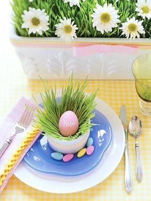 Fresh spring table colors and funny festive eggs-Unique, Fresh and Exciting Easter Table Decoration Ideas