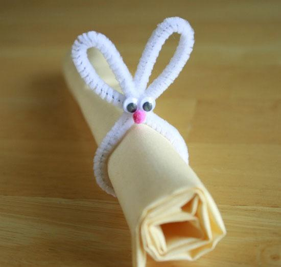 Funny ribbon over a linen napkin-Unique, Fresh and Exciting Easter Table Decoration Ideas