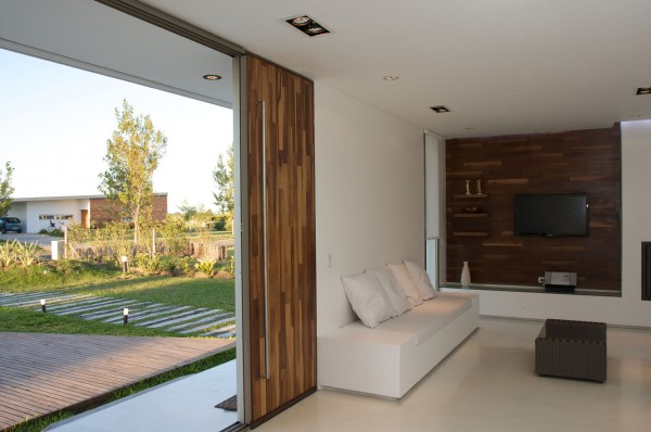 Minimalist living room in a very small house-Extermely tiny modern home by VismaraCorsi Arquitectos