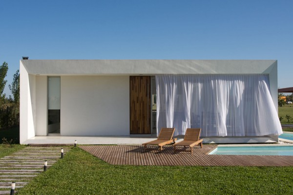 Modern lounge outdoor area-Extermely tiny modern home by VismaraCorsi Arquitectos
