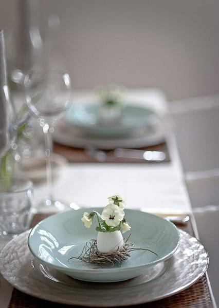 Small, creative and unique decorative egg-Unique, Fresh and Exciting Easter Table Decoration Ideas