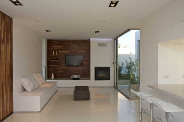 Very small minimalist living room in white and wooden accents-Extermely tiny modern home by VismaraCorsi Arquitectos