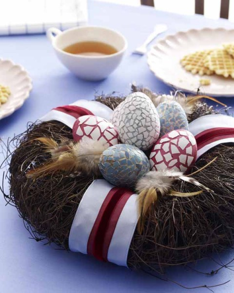 Very stylish Easter eggs in a natural centerpiece - 44 Home Decoration Ideas for table, living room and door