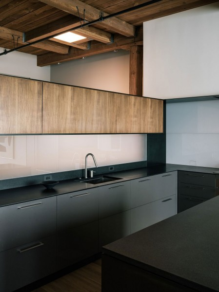 Very stylish Loft's kitchen design with wooden elements-The interior design of a contemporary property in San Francisco