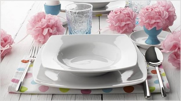 White festive flatware for holiday-Unique, Fresh and Exciting Easter Table Decoration Ideas
