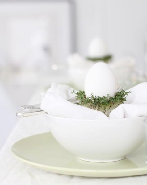 White flatware and decorative eggs-Unique, Fresh and Exciting Easter Table Decoration Ideas