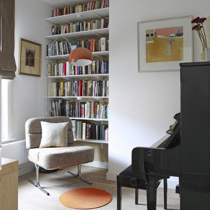 Beautiful home library in white soft colors - 10 Tips for Creating a Home Paradise in Urban Areas