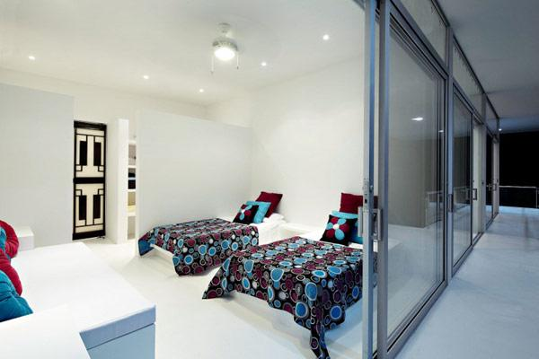 beautiful-minimalist-bedroom-with-colorful-accents