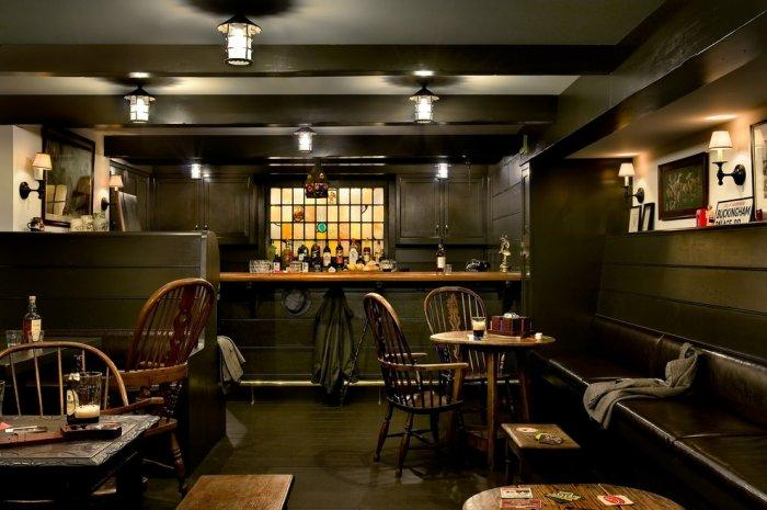 London pub recreated in the home of an American man - Interior Design Trends - Having a Pub in the house