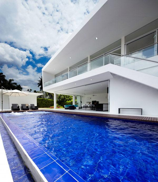 luxurious-outdoor-pool-in-front-of-a-modern-white-house