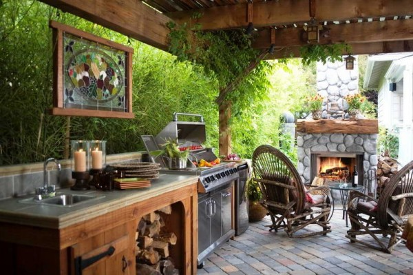 20 ideas and examples of well arranged outdoor kitchens for Outdoor kitchen under pergola