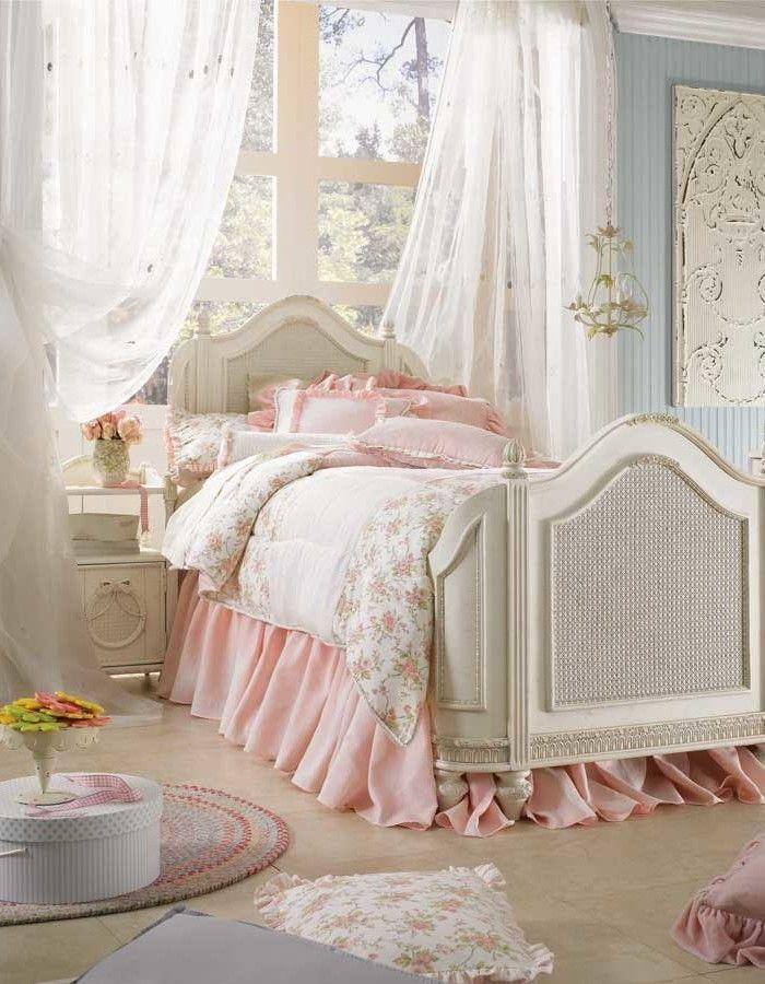 shabby chic bedroom in pink and white   Founterior