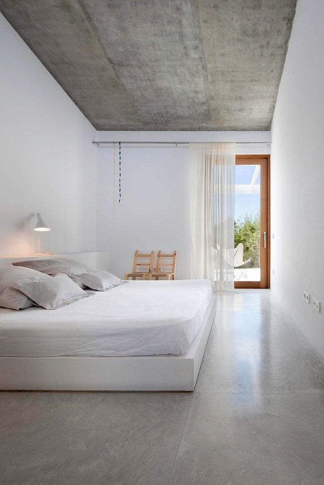 small white bedroom with clean lines-17 Stirring Minimalist Bedroom Interior Design Images