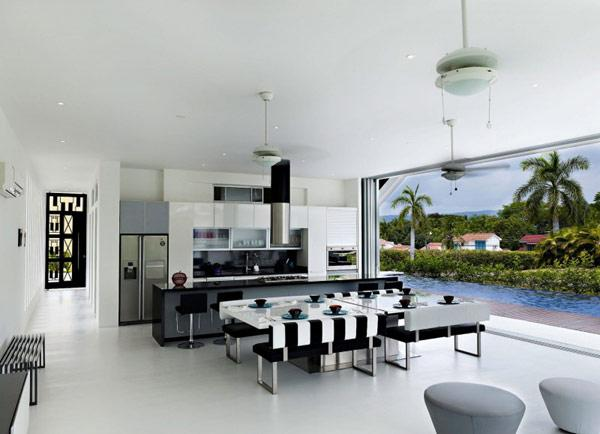 smooth-transition-between-indoor-and-outdoor-areas