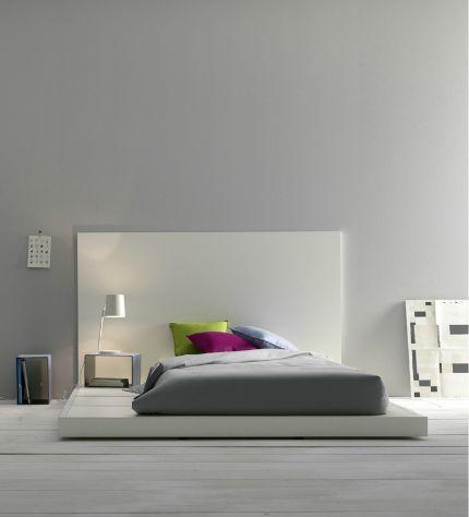 17 stirring minimalist bedroom interior design images for Modern minimalist bed