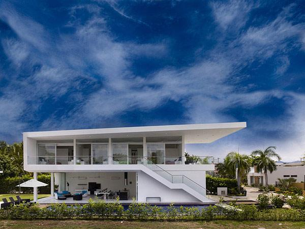 the-fantastic-minimalist-profile-of-a-contemporary-white-residence