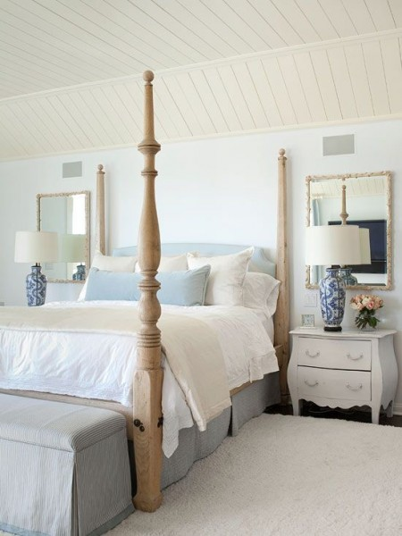 A feminine vibe in stylish bedroom of neutral nuances– elegant interior design for sleeping rooms