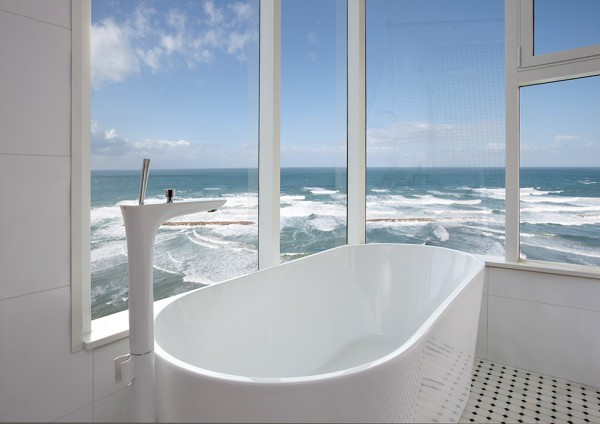 Bathtub with amazing views over the sea
