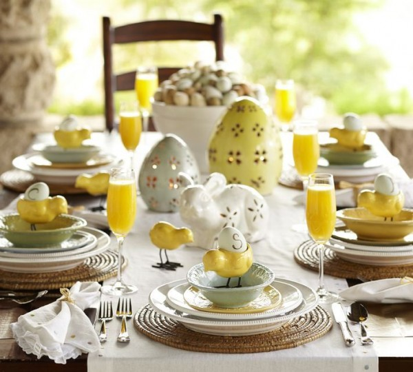 Beautiful Easter table setting with yellow accents-home decorations with impressive holiday ideas