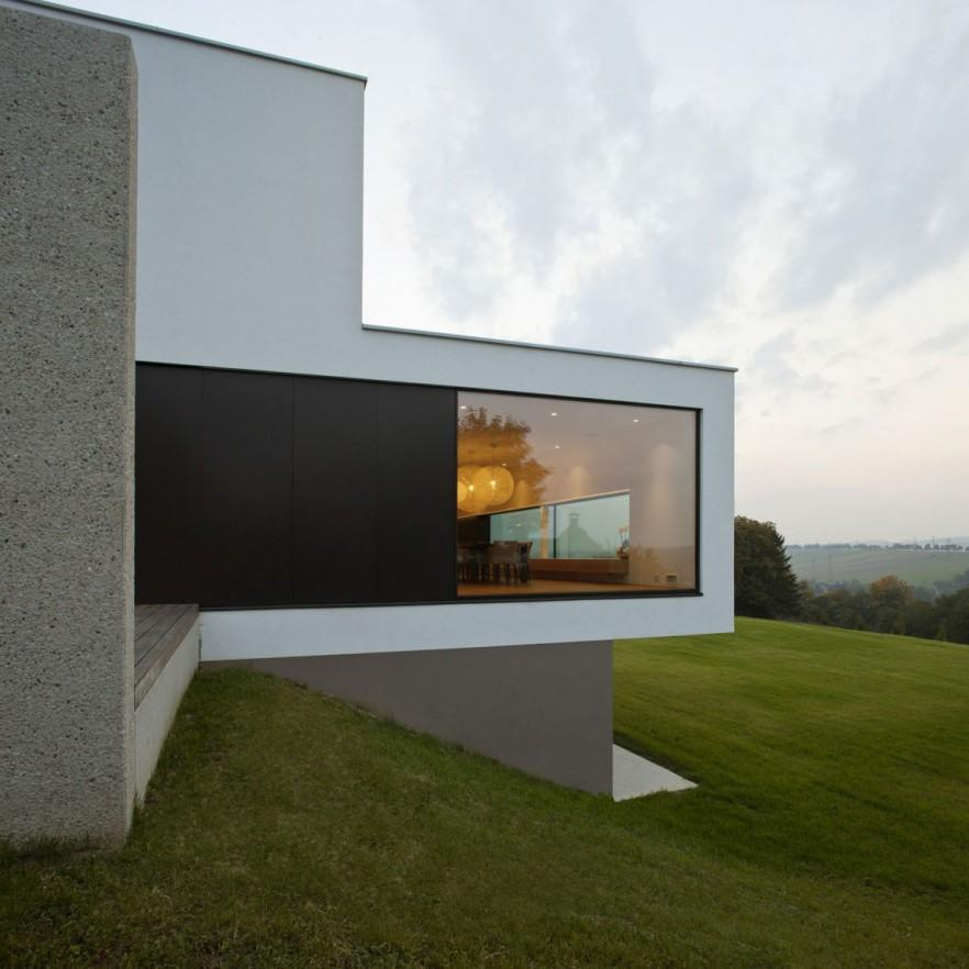 Neat and clean modern minimalist house in upper austria for Minimalist house cleaning