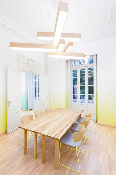 Contemporary classroom that encourage creativity