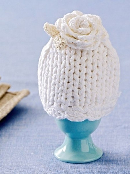 Creative egg cup with knitted cover– Inspiring Easter Decorating Ideas for a Memorable Holiday