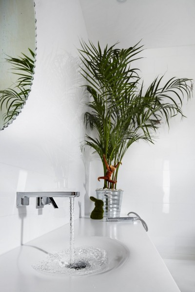 Cutting edge modern bathroom faucet-Contemporary Luxurious Penthouse Interior Design in Australia
