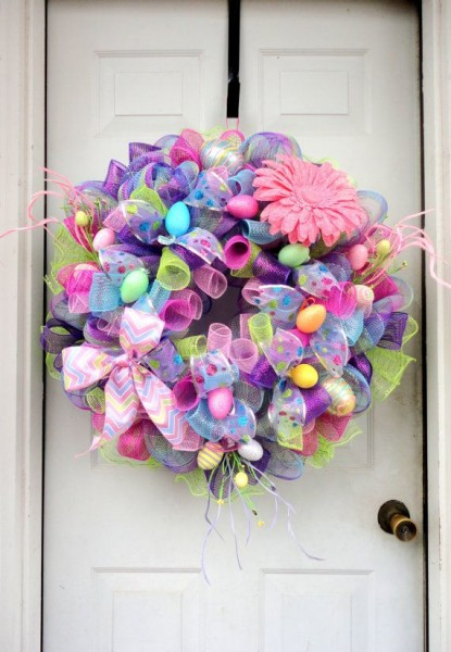 Easter Wreath in various colors-home decorations with impressive holiday ideas