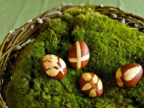 Easter brown eggs – home decorating ideas for funny and joyful atmosphere