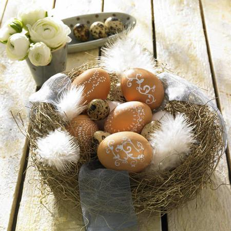 Easter decoration with quail eggs