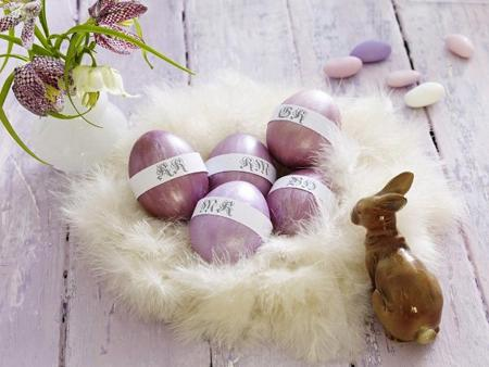 Easter decorations in white and purple