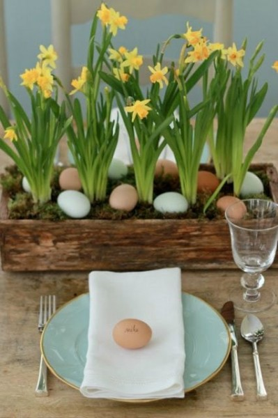 Easter table arrangement with Eggs Bunnies and flowers-home decorations with impressive holiday ideas