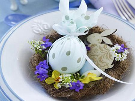 Easter table decoration for plates